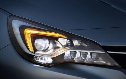 Vizibilitate optimă în orice moment: Opel Astra cu faruri IntelliLux LED® Matrix